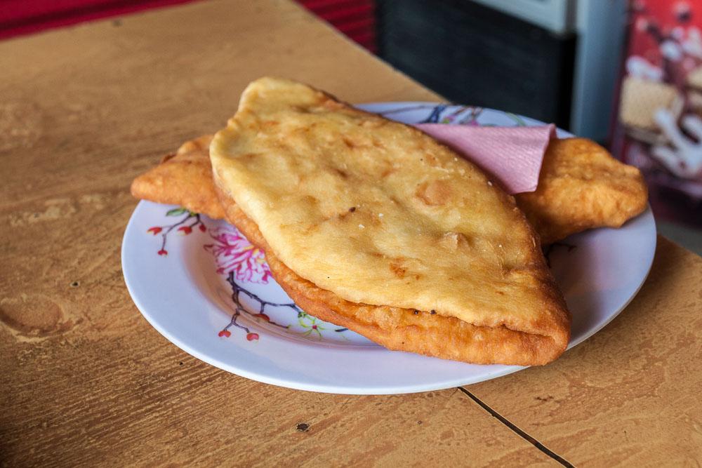 Plăcintă cu brânză (cheese filled savoury pie)