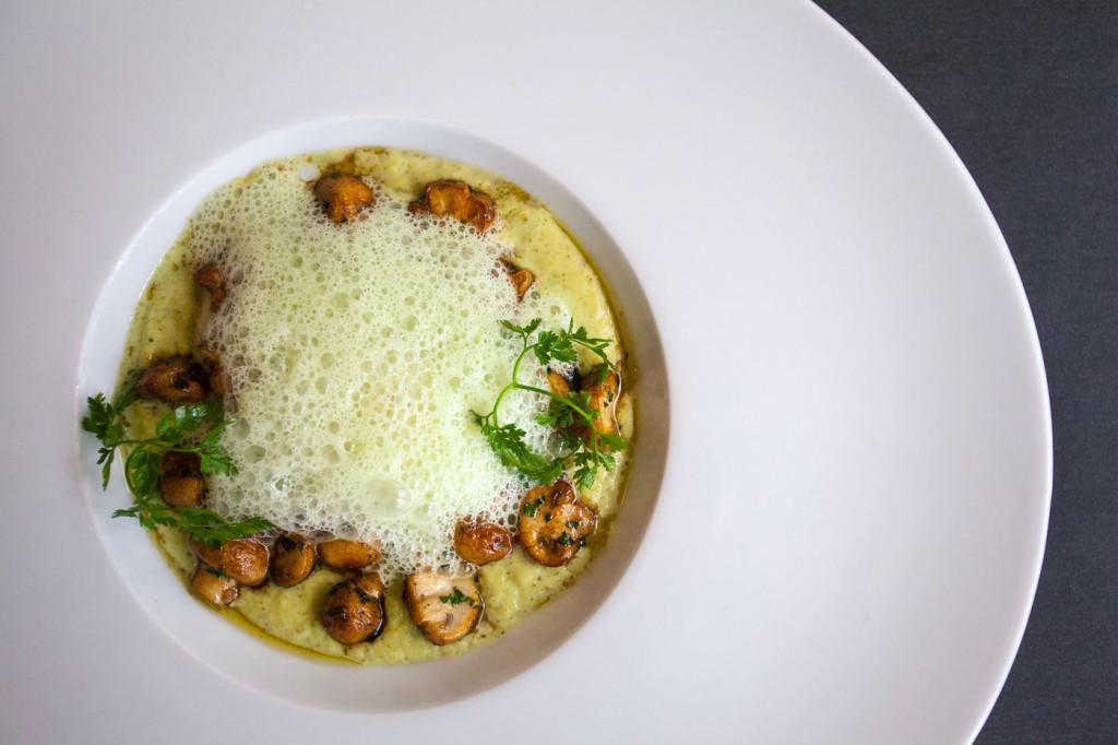 Velouté de Brocoli au champignons rôtis, émulsion ail des ours